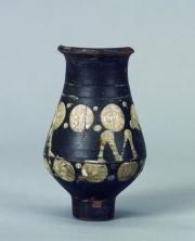 Gobelet d'un atelier rhénan, en céramique peinte, musée Carnavalet, Paris