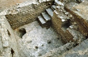 Cave en maçonnerie de moellons liés au mortier de chaux