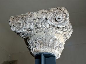 Chapiteau composite provenant des thermes du Collège de France